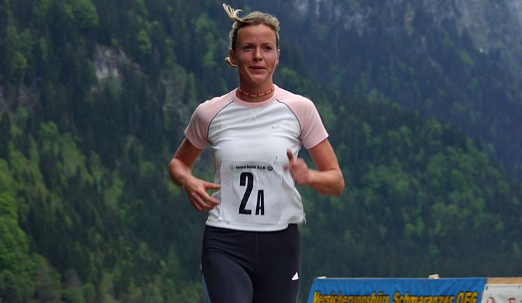 Anfang Mai - sozusagen zum Einlaufen der Laufsaison - starten 2er-Teams in die 4 km lange Runde des Gosausees. (© Karl Posch)