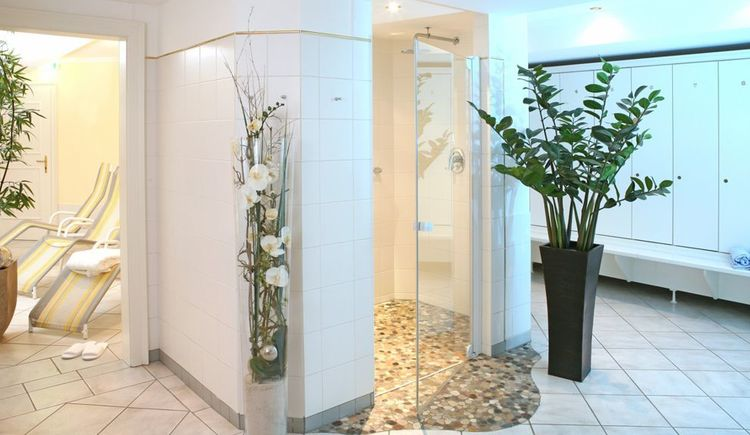 free wellness area with steam bath, sauna, infrared sauna, whirl pool and fitness room. (© Wellnessbereich, www.leitnerbraeu.at)