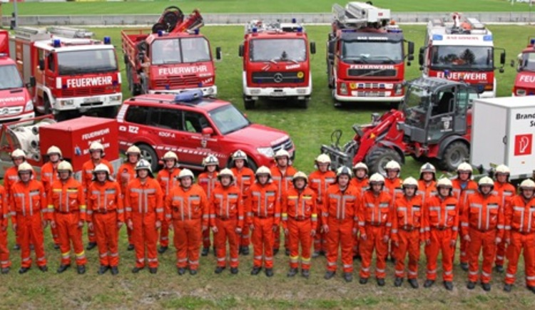 The crew of the fire department Bad Goisern including equipment.