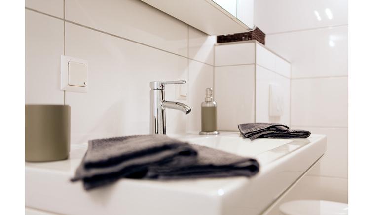Waschbecken mit Handtücher