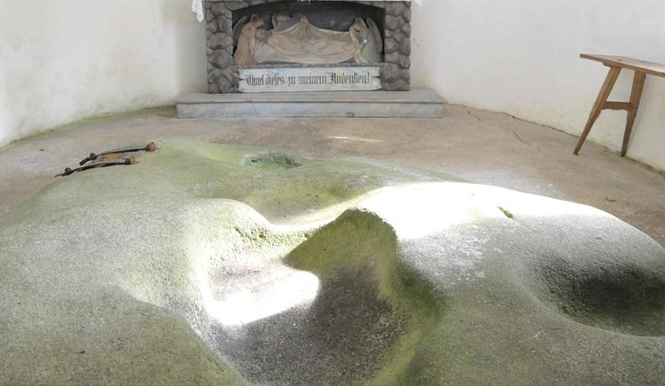Auf diesem Stein habe die Heilige Familie gerastet