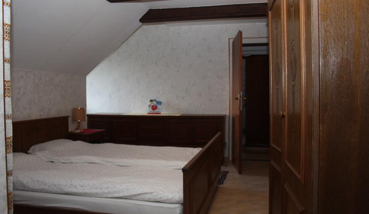 Ansicht der Betten im Schlafzimmer