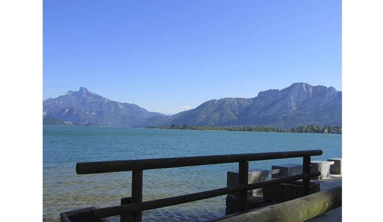 View from the promenade to the lake, in the background the mountains