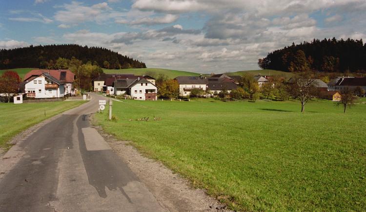 Hörbich Landschaft mit Ortsaufnahme. (© TTG Tourismus Technologie)