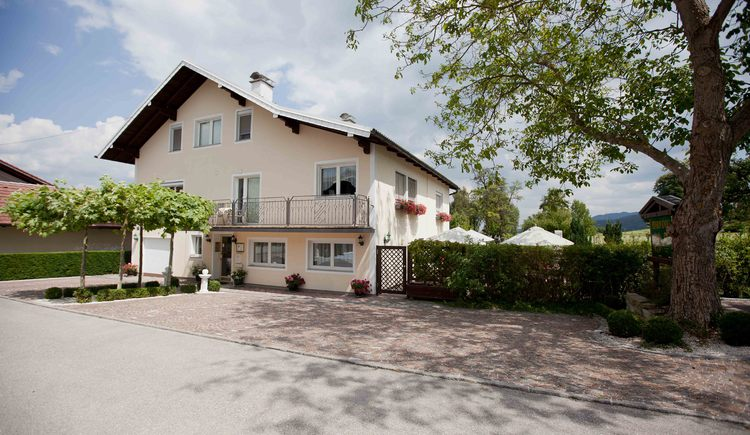 Our bed and breakfast is centrally located - only 10 minutes distance to the lake Attersee.
