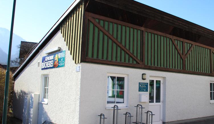 Die Gemeindebücherei Bad Goisern befindet sich bei der Neuen Mittelschule bzw. Landesmusikschule im Zentrum von Bad Goisern