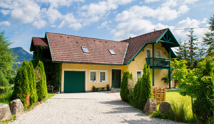 The holiday home Oppitz is quietly located in the village of Steeg and has 4 apartments