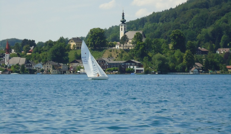 Seeansicht Kath. Kirche Attersee (© Tourismusverband Attersee)