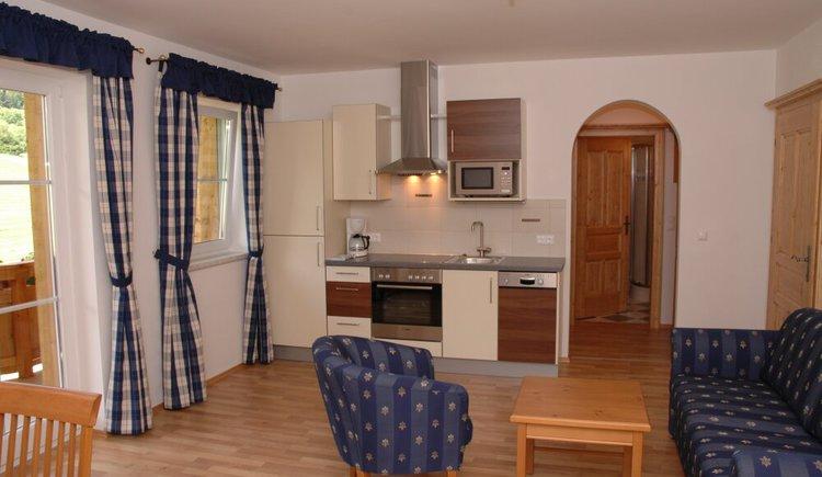 Wohnraum mit Küche der Ferienwohnung (© Wesenauer, Apart-Pension Wesenauerhof)