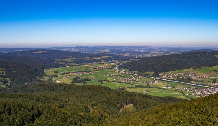 Die Aussicht vom Kulmspitz Richtung Oberösterreich/Oberwang. (© TVB Mondsee-Irrsee)