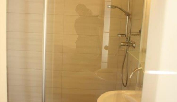Badezimmer in einem unserer neu renovierten Zimmer.
