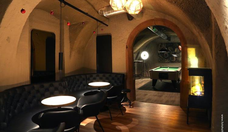 Enjoy a nice evening in the cozy sitting areas or play a billard game in the new Hades in the center of Bad Goisern.