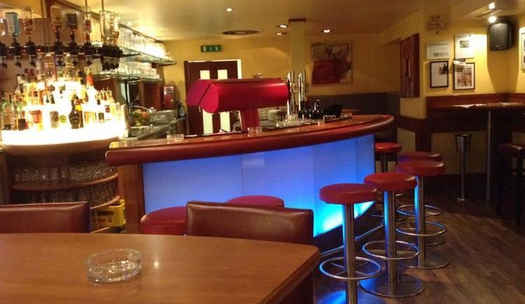 Ansprechende Bar (© Oberngruber KG)