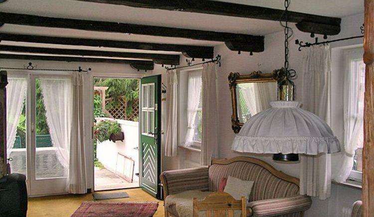 Wohnzimmer mit Blick in den Garten. (© Familie Seitz)