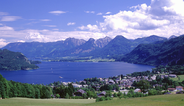 Blick auf Sankt Gilgen und Wolfgangsee. (© WTG)