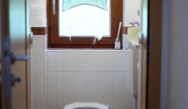Die Toilette des Apartments Pepi.