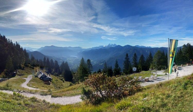 Von der Bergstation der Katrin Seilbahn haben sie den perfekten Panoramablick auf den Dachstein Gletscher. (© Johannes Aldrian)