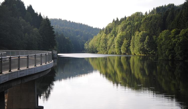 Rannastausee mit Staumauer. (© TV Pfarrkirchen)