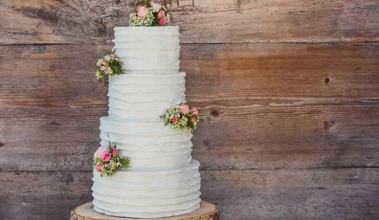 eine mehrstöckige Hochzeitstorte. (© Obauer)
