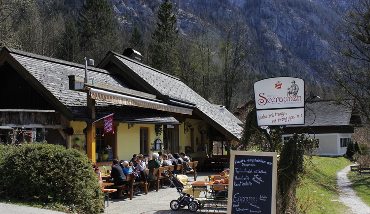 The Uferwirt Seeraunzn is only a few minutes' walk away from the Obersee train station and is beautifully situated on the Ostuferwanderweg.