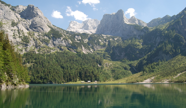 The Hinterer Gosausee can be reached via a hiking trail, here you can see a section of the lake and the Holzmeisteralm.