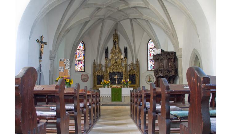 Innenansicht der evangelischen Kirche Attersee