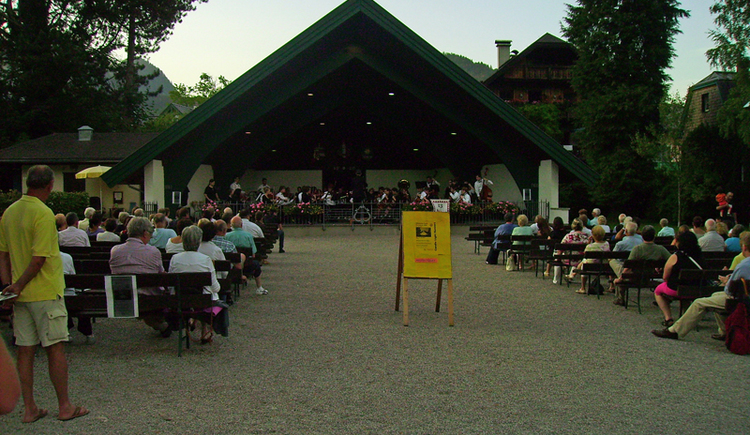 "Guest concert by ""Dover Grammar School\"" in the lakeside bandstand in St. Gilgen"