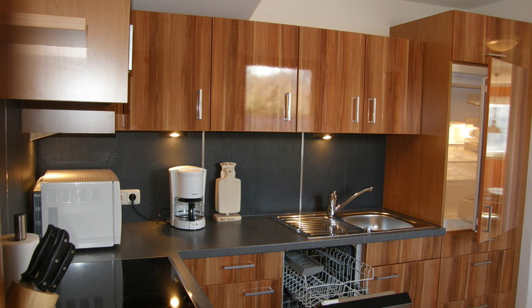 The modern furnished kitchen is fully equipped.