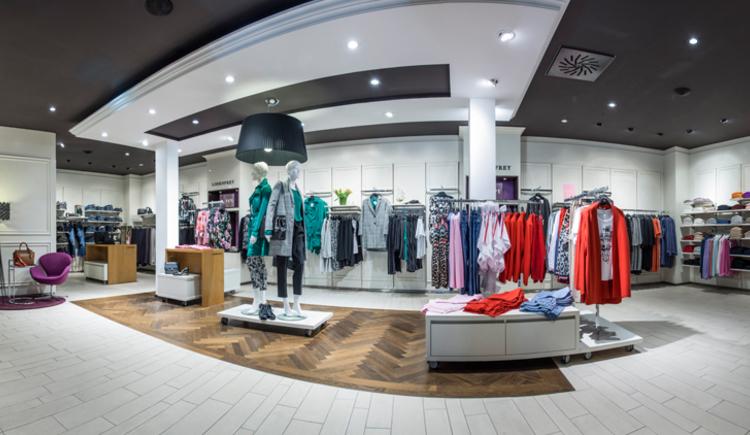 Damenkleidung. (© Fischer Mode und Textil GmbH)