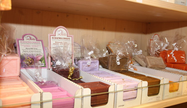 At the Hallstatt Shop you can also buy different soaps. (© Christine Peinsteiner)