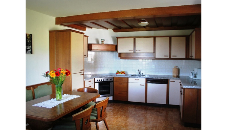 Kitchen with stove, sink, dishwasher, water cooker, coffee machine