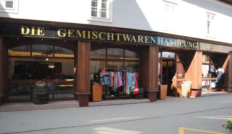 The General store with a various selection of clothes and food. (© Ferienregion Dachstein Salzkammergut)