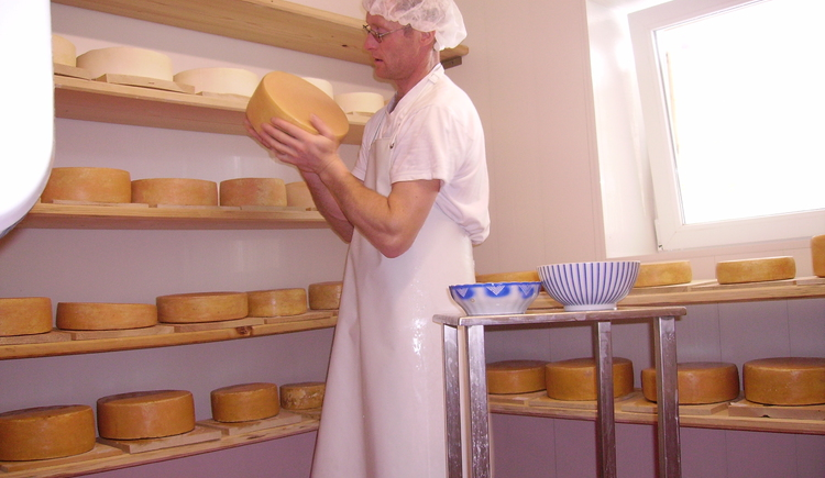 Cheese dairy at the farm (© Oberhinteregger´s Erlebnisbauernhof Faistenau)