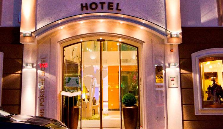 Hotel entry. (© Iris Porsche Hotel)