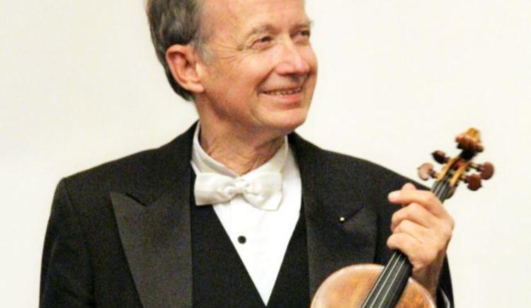 Herr Prof. Grube wird in der Evangelischen Kirche wieder tolle Musikstücke zum Besten geben. \n