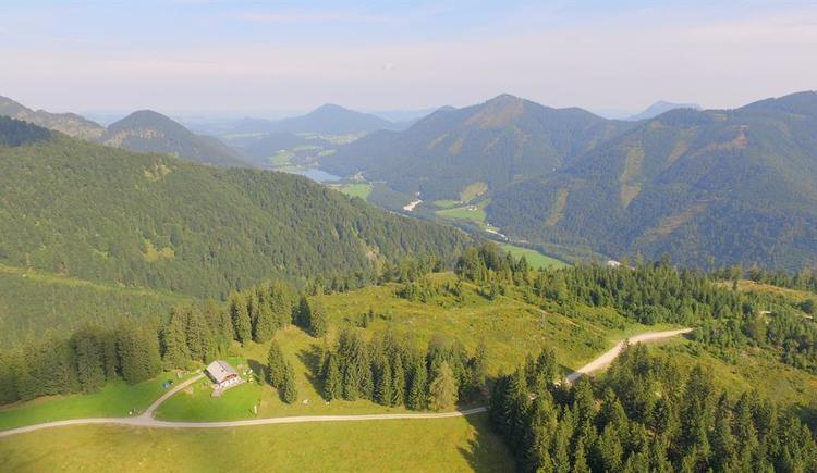 Moosegghütte von oben mit Kulisse Hintersee (© Fam. Rosenlechner)