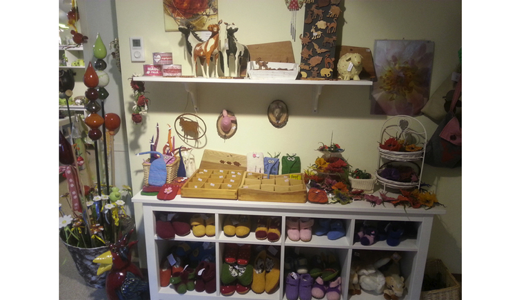 Shelves with felt, ceramic, decorative articles