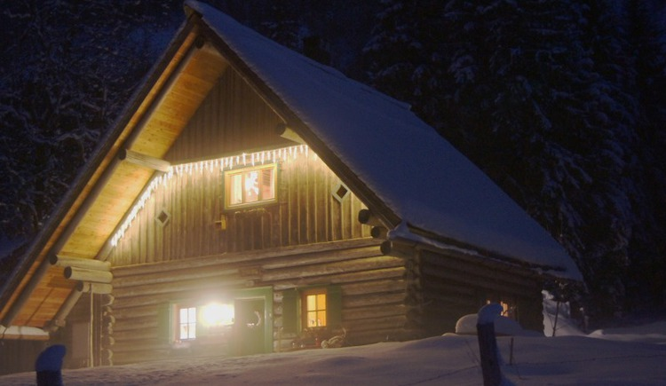Hunting lodge Klaushofstube by night in the winter