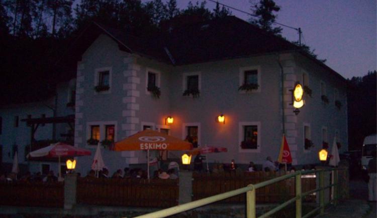 Gasthof zur Hoftaverne bei Nacht (© Schmitt Monika)