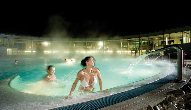 Therme Nacht Paar (© Therme Geinberg)
