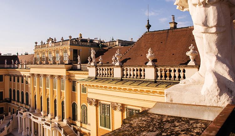 Blick vom Dach des Schloss Schönbrunn in Wien (© Wien Tourismus/Peter Rigaud)
