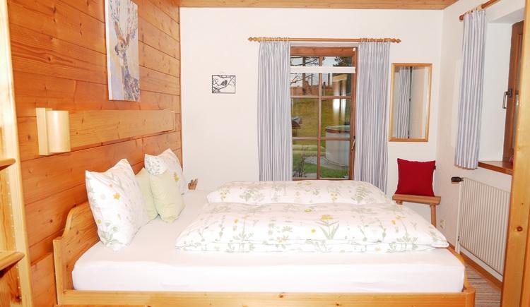 Schlafzimmer/Doppelbett (© Helga Hummelbrunner)