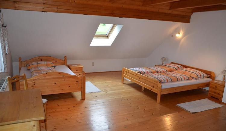 Familienzimmer (© Bauernhof Obere Wolfsgrub)