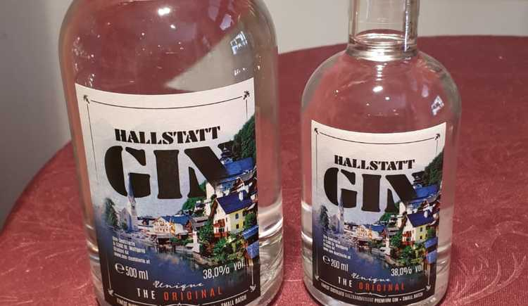 Also the new produced Hallstatt Gin can be bought at the Hallstatt Shop. (© Christine Peinsteiner)