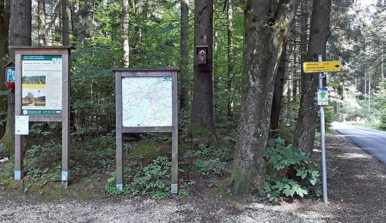 Parkplatz Marktwaldstraße - Ausgangspunkt fuer die Wanderung auf den Haefelberg und Gahberg