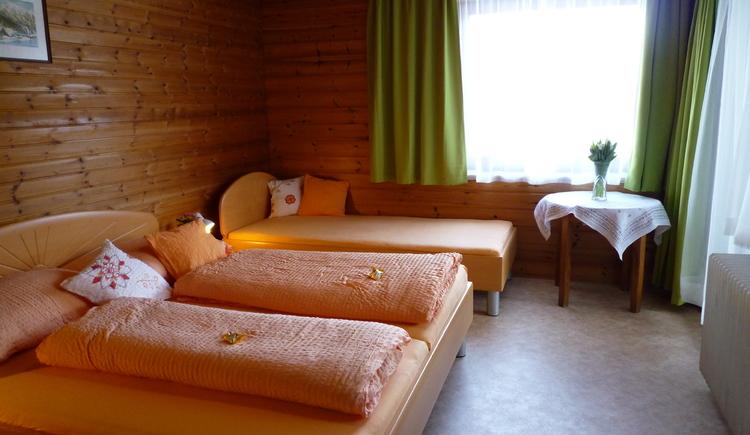 Schlafzimmer Morgensonne - Bild Nr. 1. (© Ferienwohnung Haus Straubinger-Tiefenbacher)