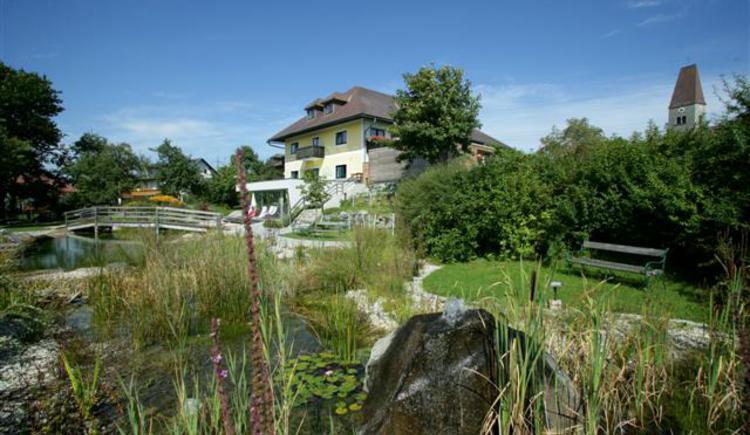 Familiengasthof Weiss, Schwimmteich, Wellness, Kinderbetreuung, Wintergarten, Gastgarten