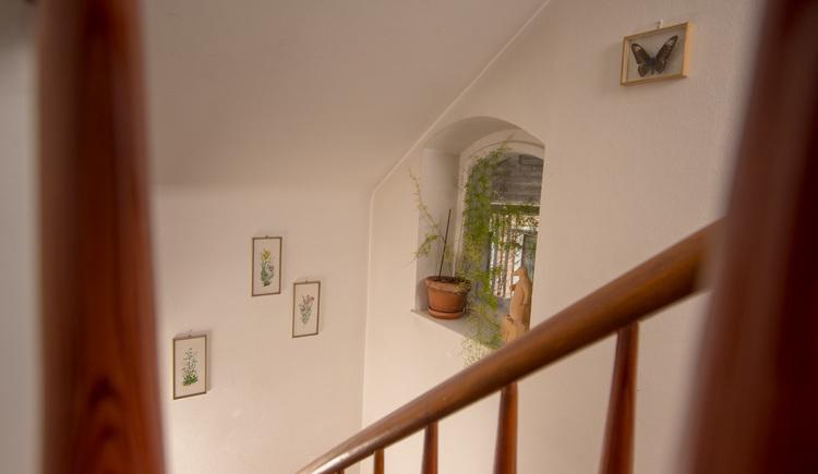 Der Stiegenaufgang im Haus am Bach in Hallstatt.