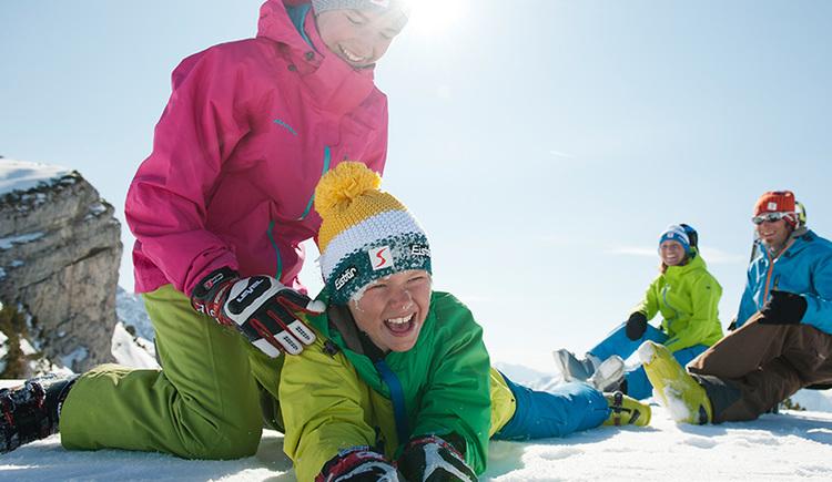 Familienspaß im Schnee in der Skiregion Hinterstoder-Wurzeralm (© OÖ Tourismus/Erber)