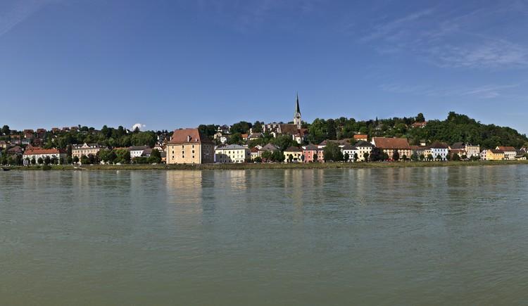 Panoramaaufnahme Donausteig - Blick auf Mauthausen.